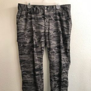 Columbia Silver Ridge Pants -NWOT- Camo - Ws - 16